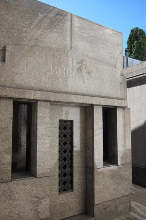 Recoleta Cemetery, Buenos Aires, Brenna