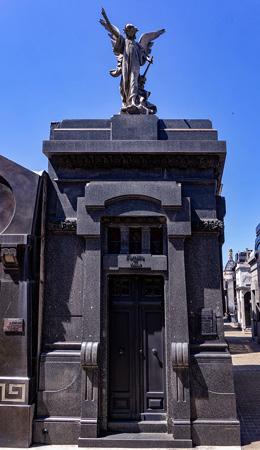 Recoleta Cemetery, Buenos Aires, De Viñas